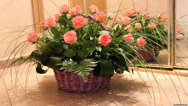 Цветы в корзине композиции фото